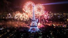 1024px-2013_fireworks_on_eiffel_tower_28