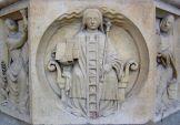 1280px-Alegoría_de_la_alquimia_en_Notre-Dame