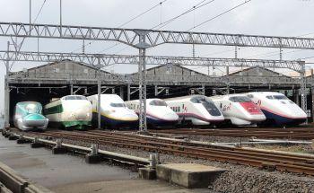 1280px-JR_East_Shinkansen_lineup_at_Niigata_Depot_201210