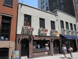 1280px-Stonewall_Inn_New_York_002