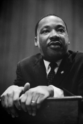 1280px-Martin_Luther_King_press_conference_01269u_edit